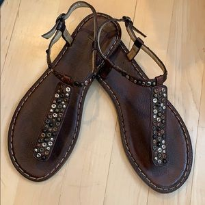 Frye Kayla T strap leather studded thong sandals